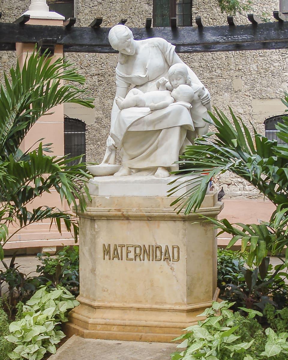 Maternidad - A statue to motherhood in Mérida