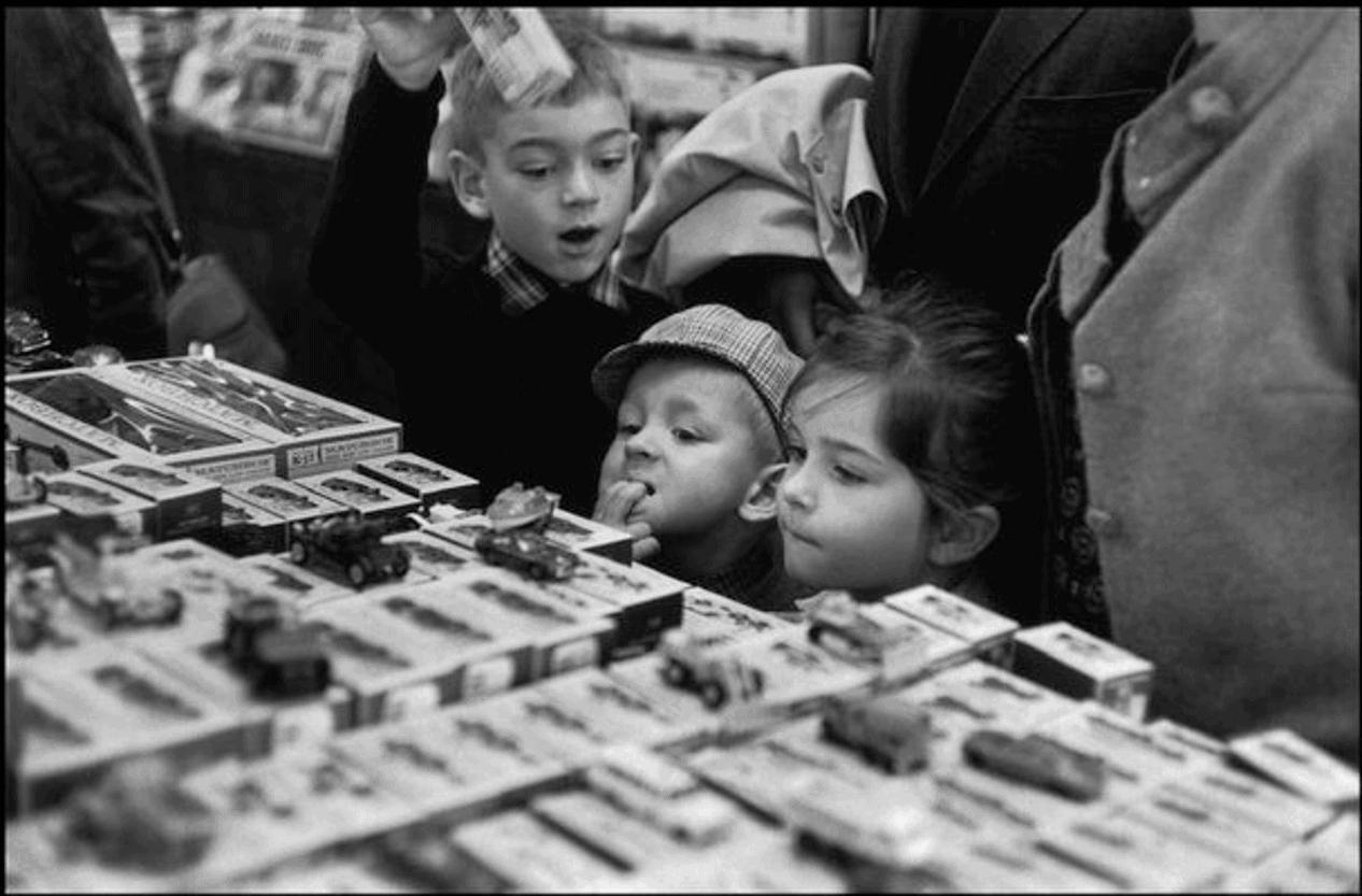 Paris. Galeries Lafayette. by Henri Cartier-Bresson