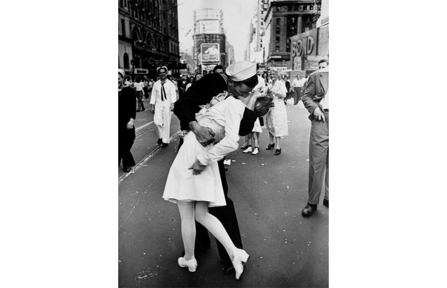 V-J Day In Times Square, Alfred Eisenstaedt, 1945, Memorable Photo