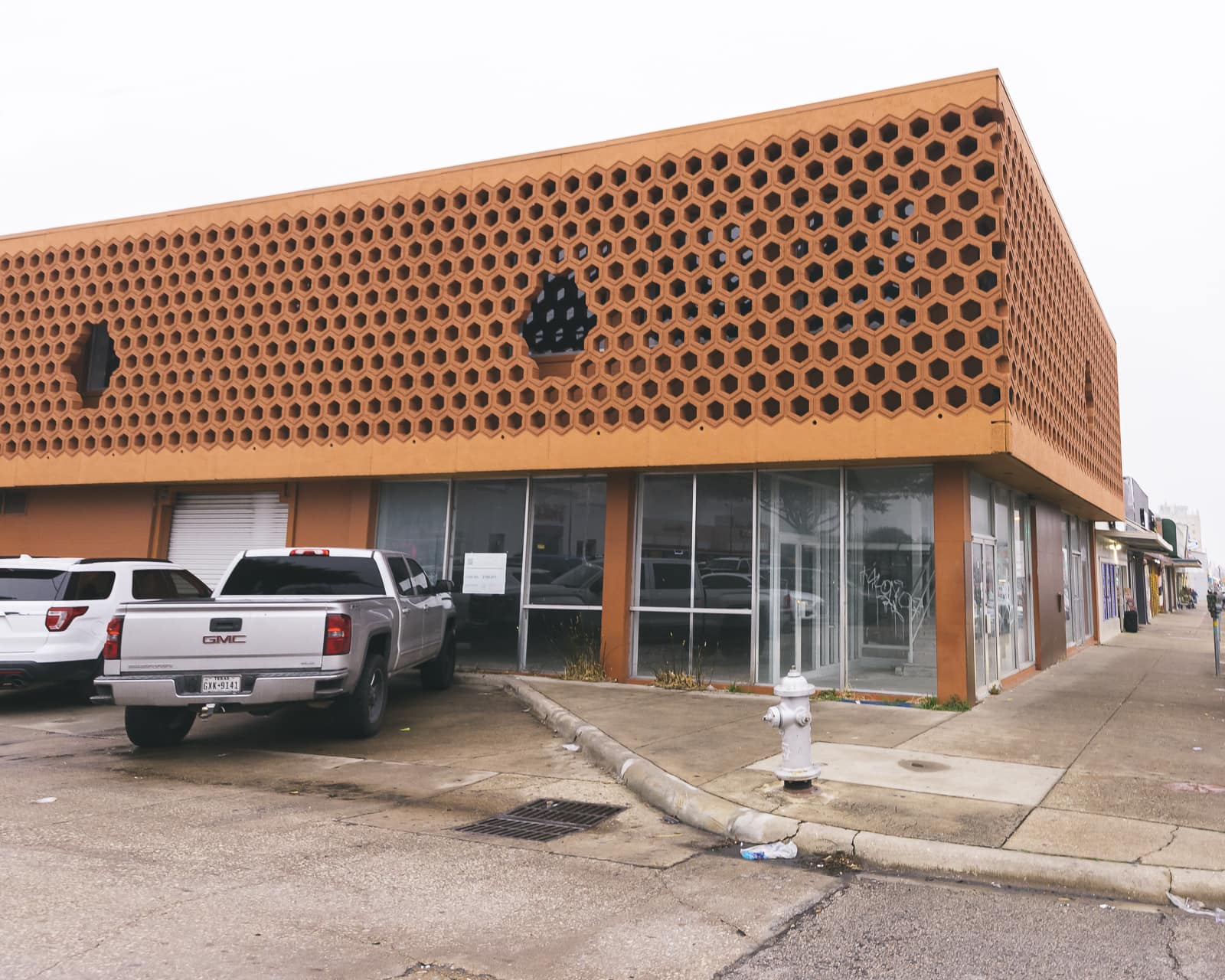 Mid-century architecture on Jefferson Boulevard, Oak Cliff